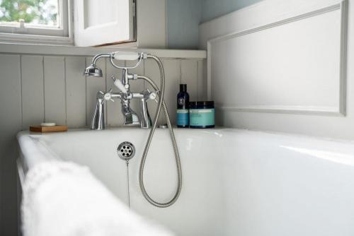 Tay View Room Bath
